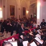 Il M° Filippo Veniero dirige il Coro Jubilate Deo durante una Messa Solenne (2 ottobre 2005).