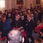 Monsignor Filippo Strofaldi abbraccia il suo amico Filippo Veniero (2 ottobre 2005).